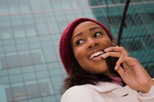 Prohibición del uso de celulares durante la jornada laboral ¿Medida legal?